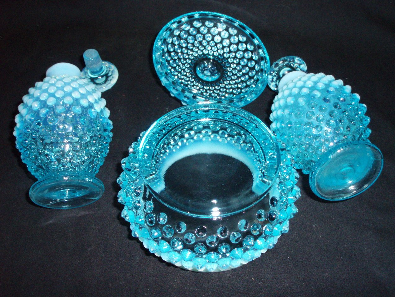 Image 2 of Fenton Vanity perfume set Blue Opalescent hobnail 3805