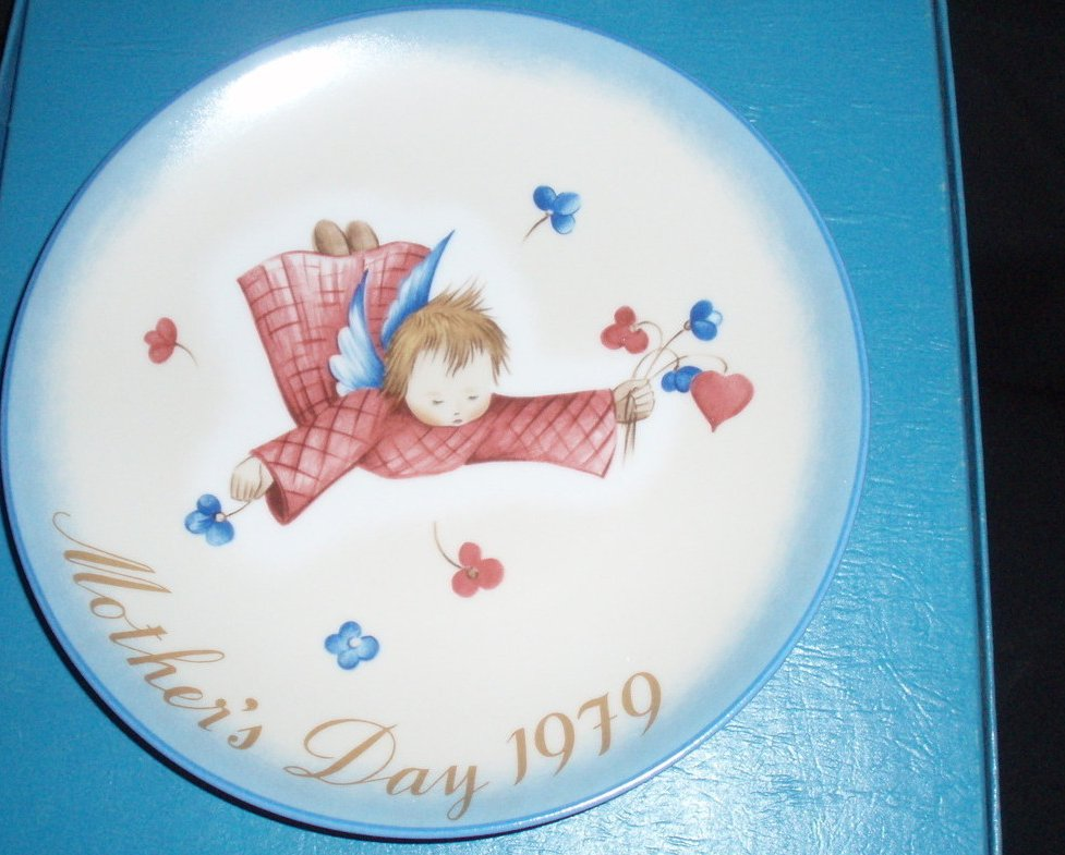 1979 Hummel Mother's Day Plate Schmid Cherub's Gift
