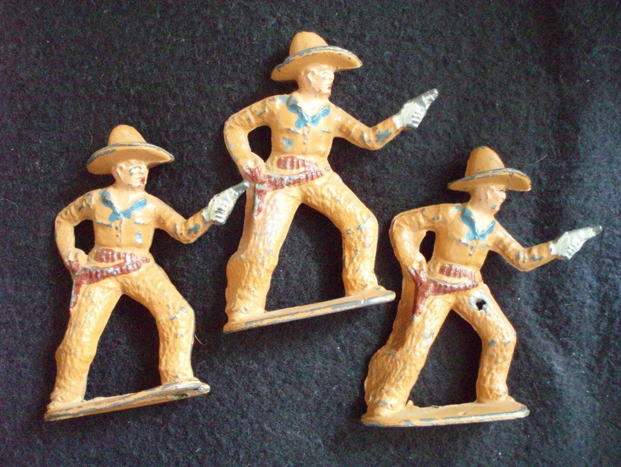 3  Barclay  Cowboys pointing guns #753