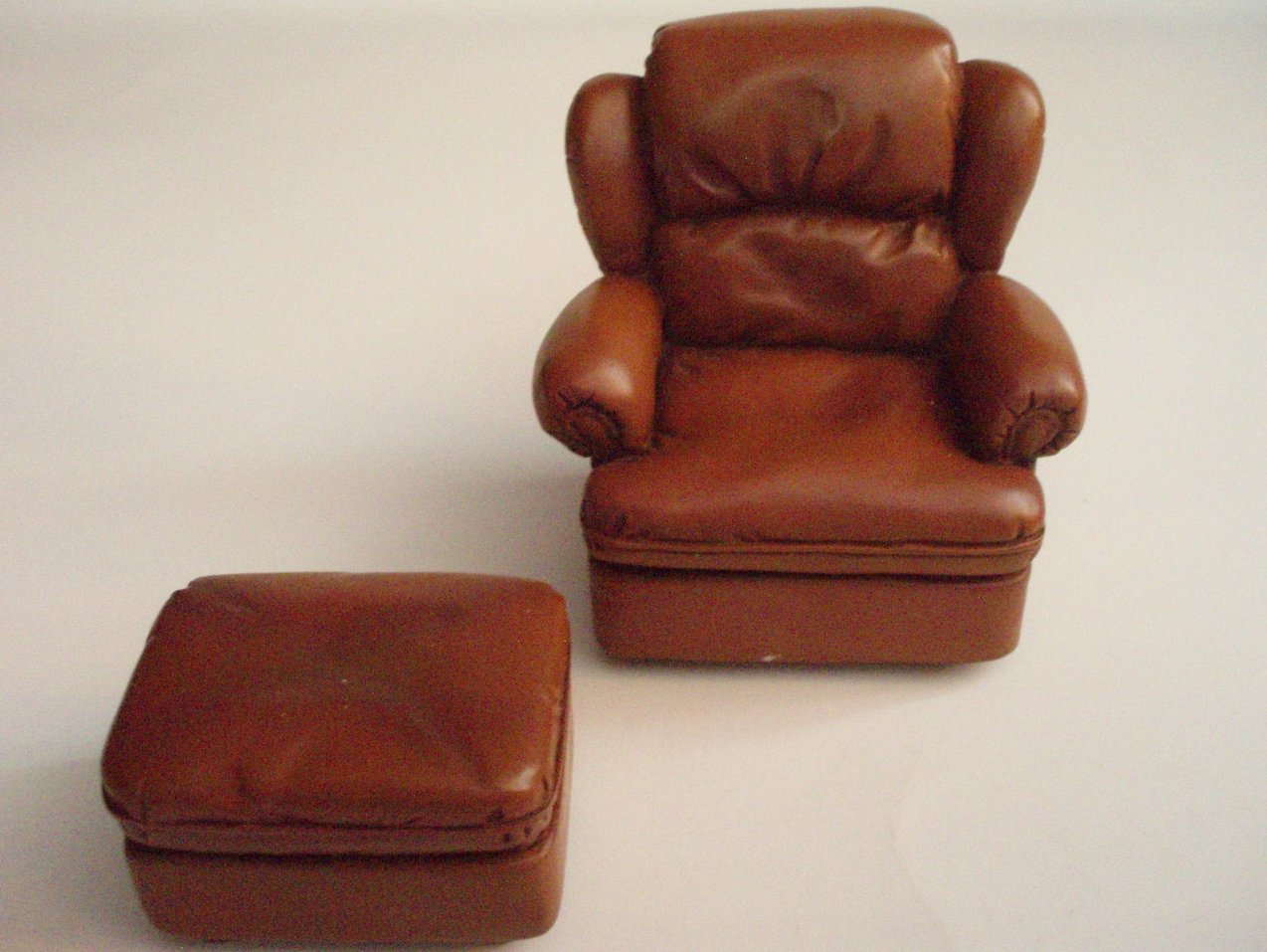 Dollhouse miniature furniture Living room chair and hassock