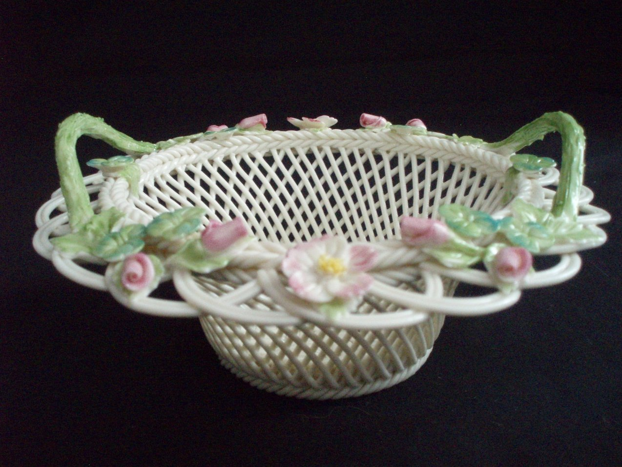 Belleek Reticulated round 6 inch floral basket