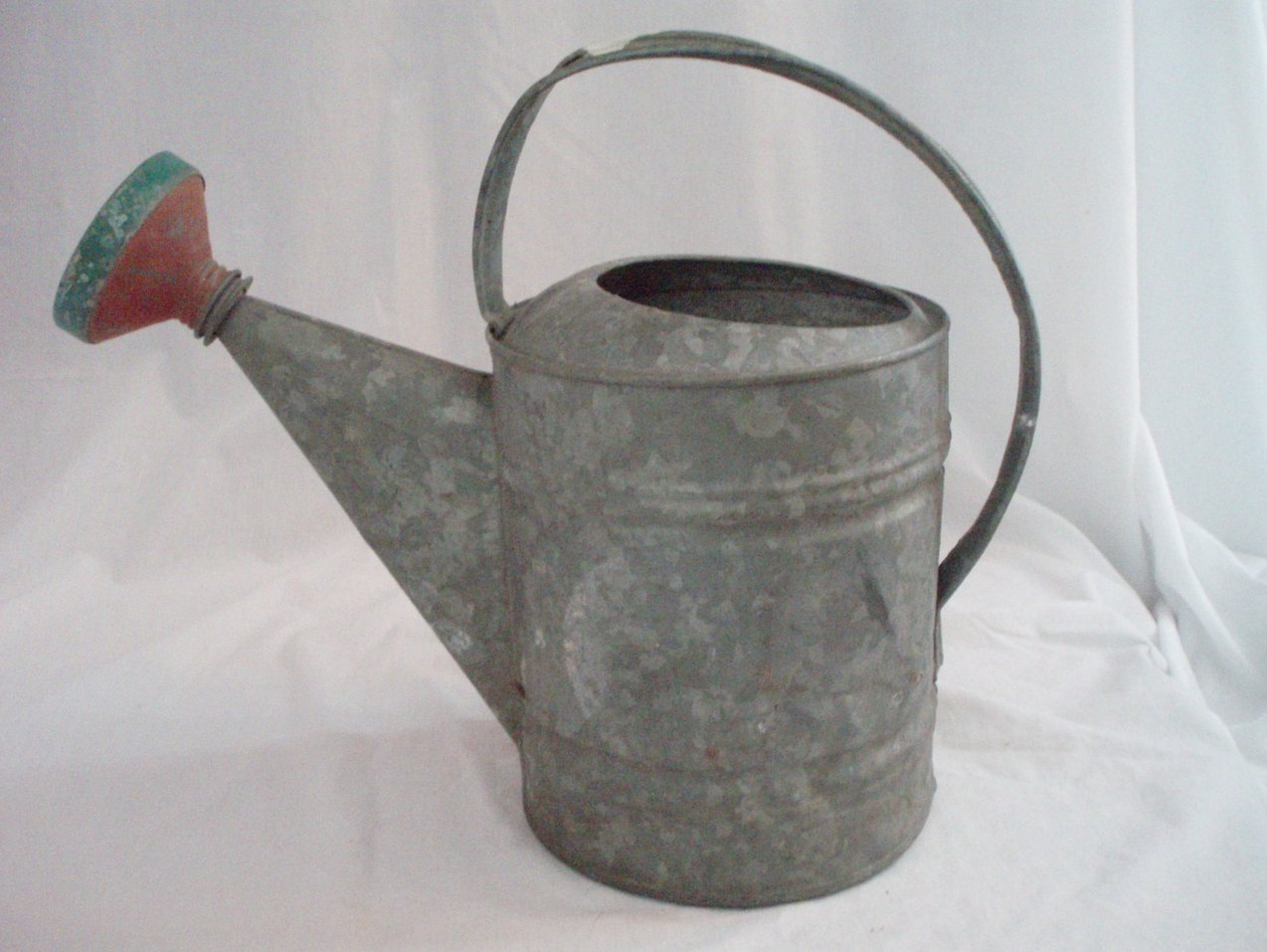 Watering equipment watering cans - Gallon metal watering can ...