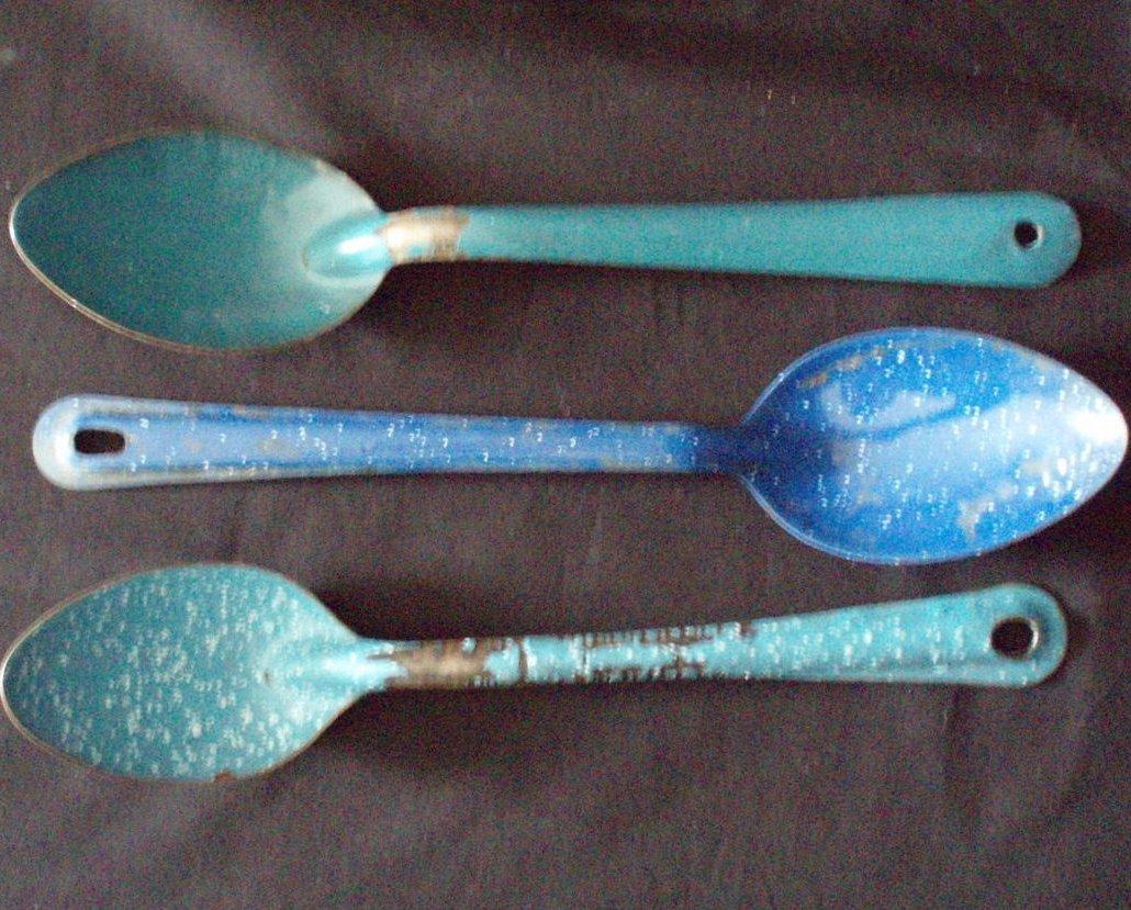3 Enamelware graniteware spatterware vintage spoons