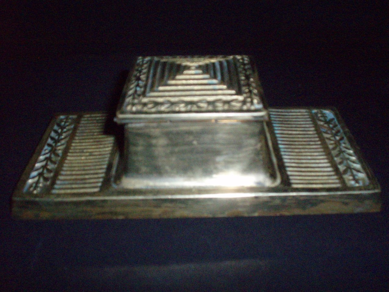 Bradley Hubbard polished brass Arts & Craft inkwell 1900