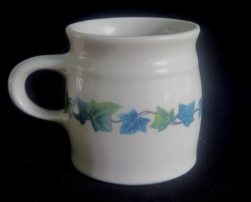 Thumbnail of Henn Pottery Roseville Spongeware English Ivy Mug Cup