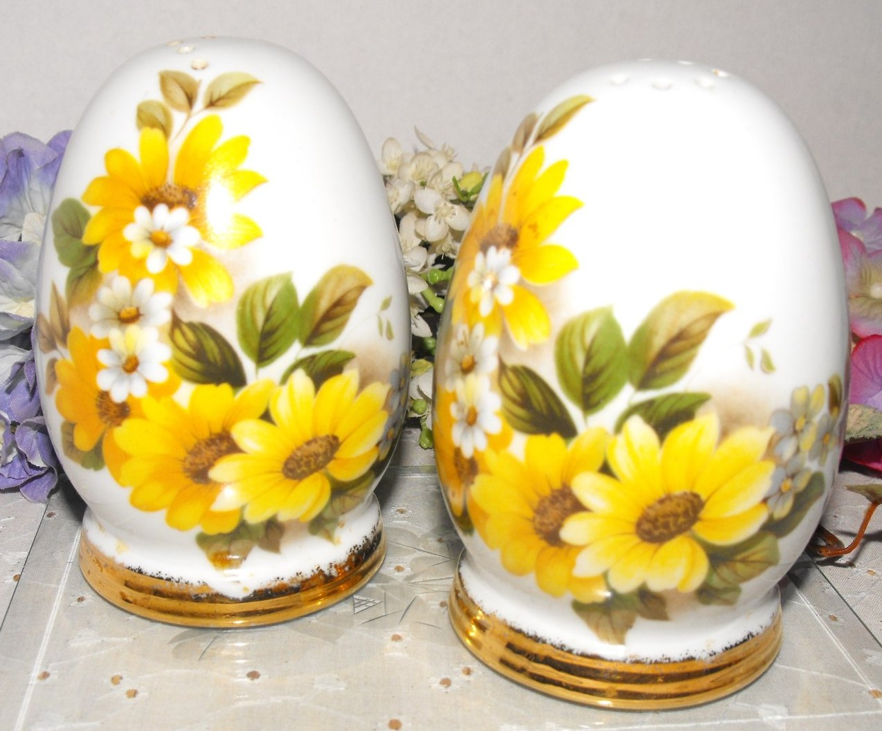 Vintage Handcrafted Salt Pepper Large Egg Shaped Shakers Yellow Daisies 1980