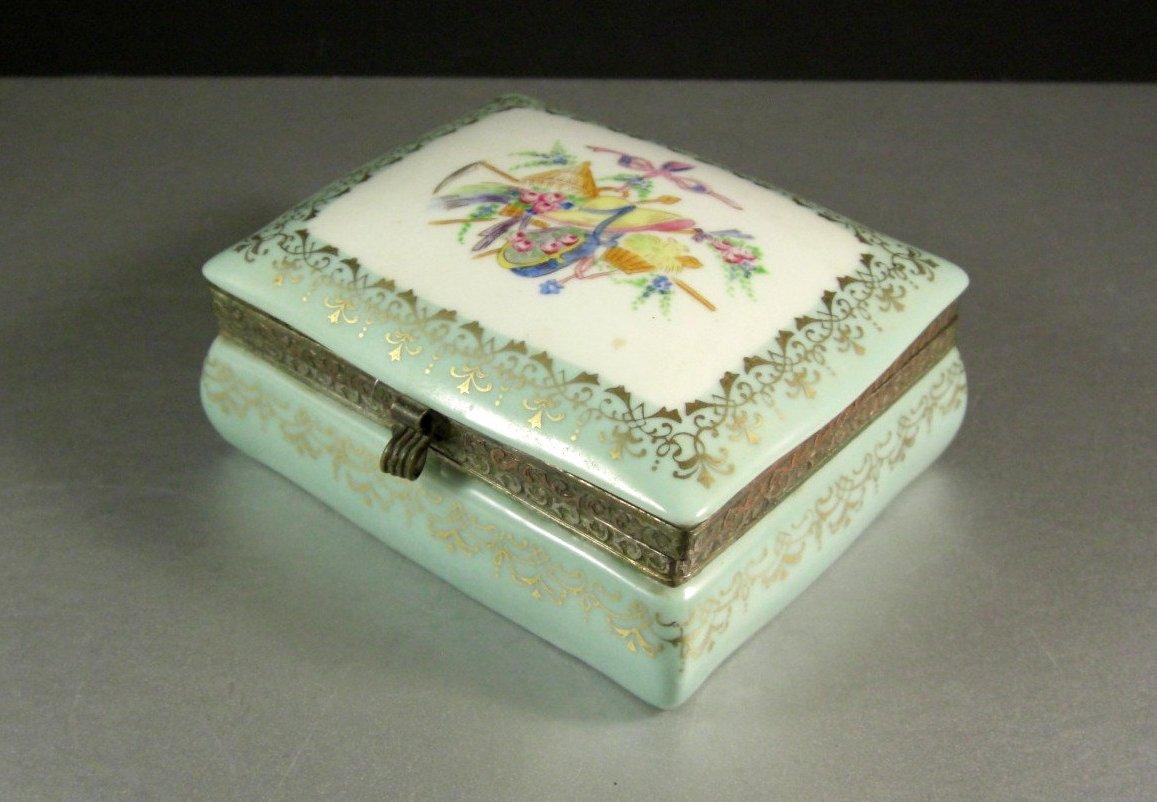 Hinged Porcelain Dresser Jewelry Trinket Box Casket / Flowers