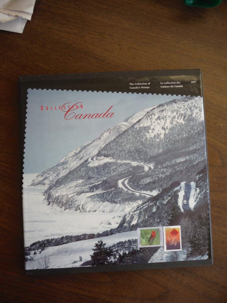 The Collection of Canada's Stamps - La Collection Des Timbres Du Canada 1997