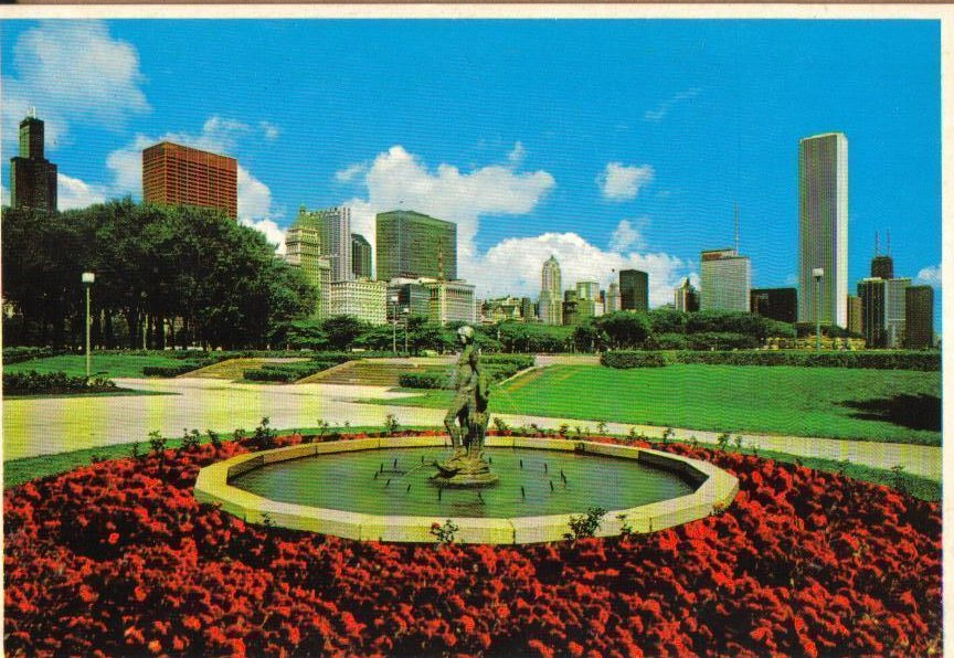 Grant Park and Skyline Chicago, Illinois Postcard