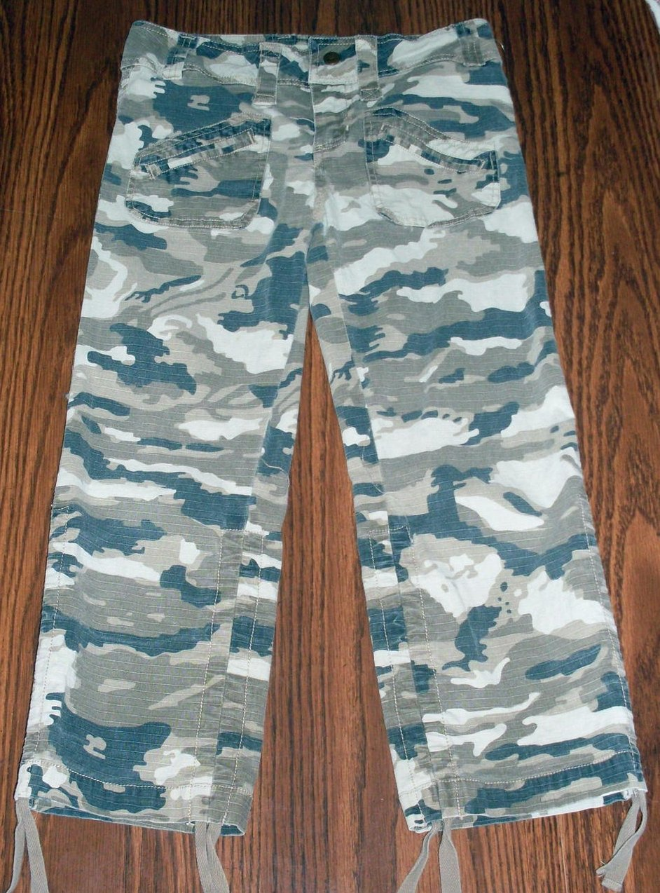 Girls Camouflage Capri Pants Size 10