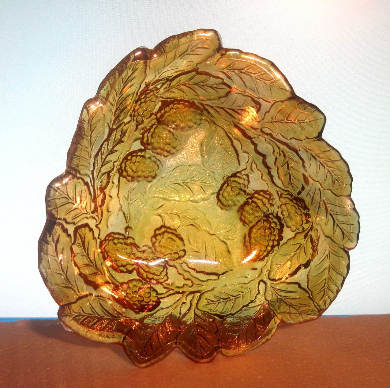 Carnival Glass Serving Bowl Loganberry Marigold