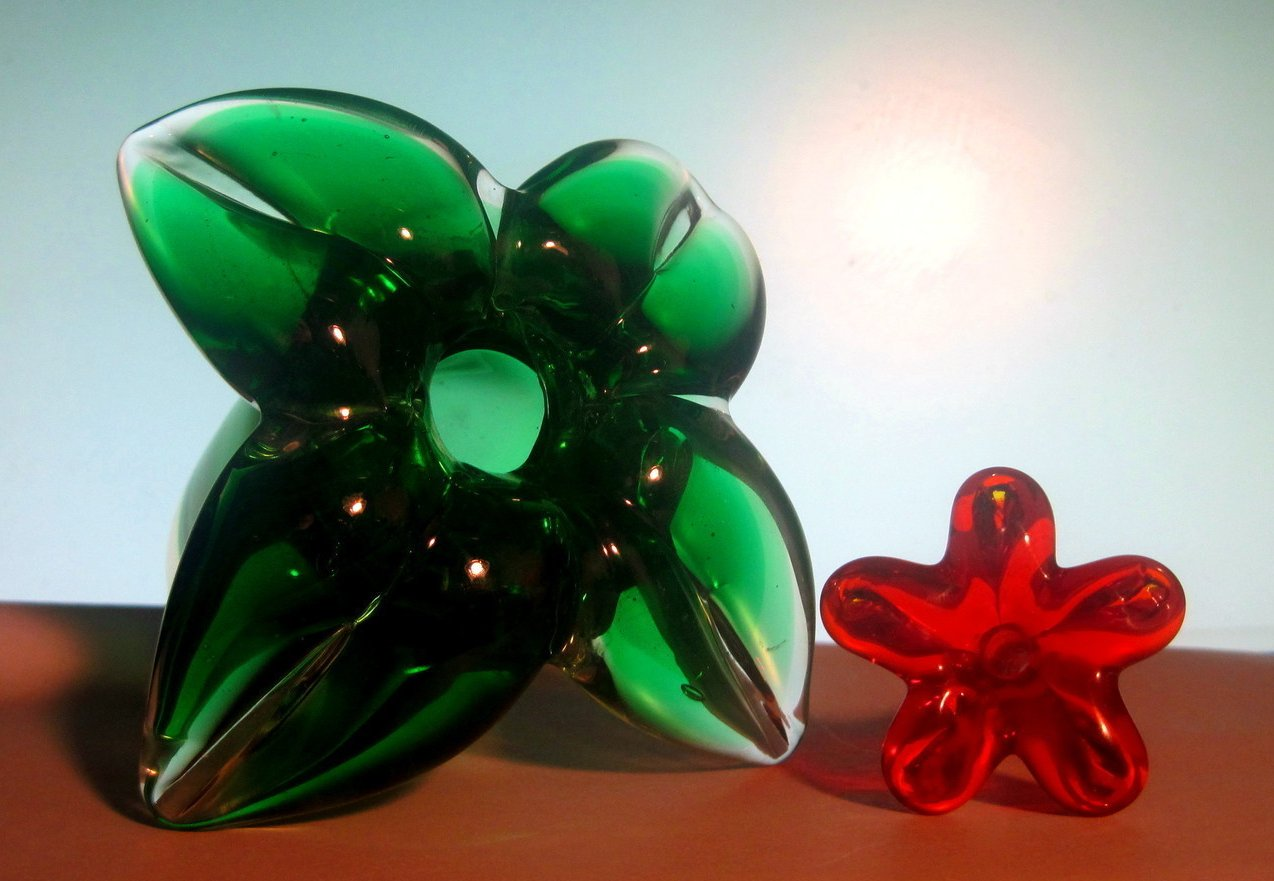 Image 4 of Glass Hummingbird Flower Green Red Heavy Paperweight