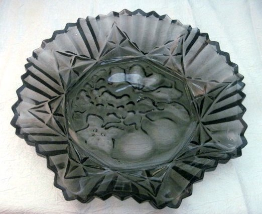 Image 0 of Federal Glass Pioneer Pattern Fruit Bowl Dark Gray