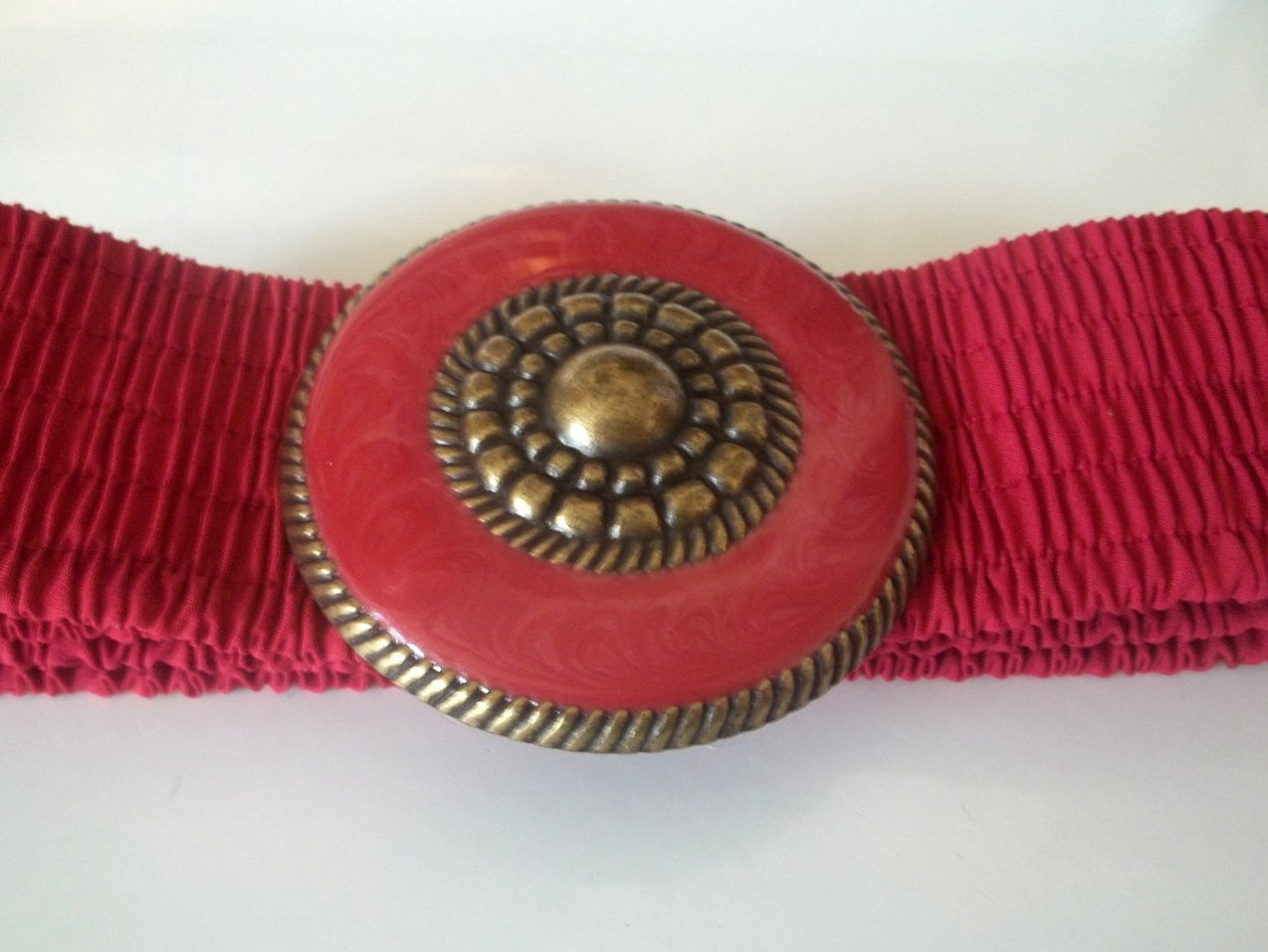 Vintage Ladies Fashion Stretch Belt Red Pink Gold Medallion 32 x 2