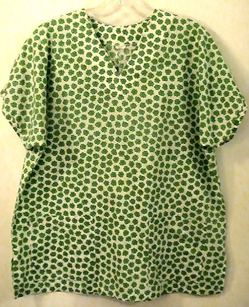 Scrub Top Happy 4 Leaf Clovers White Green Size Small Womens
