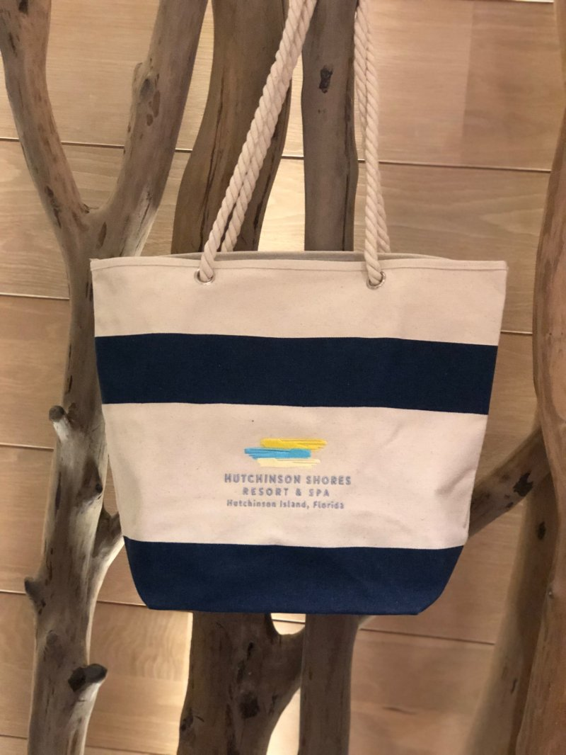 Canvas tote with rope handle and embroidered Resort logo