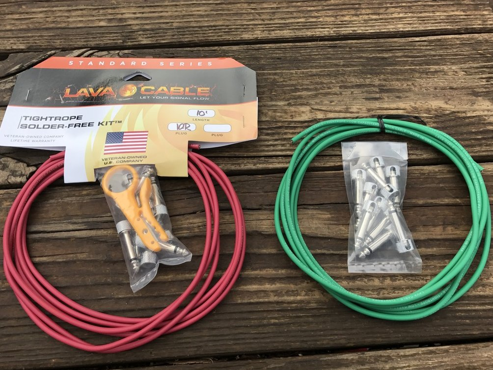 LAVA Solder-Free XL Pedalboard Kit 20ft Cable 20 RA V2 Plugs - RED & GREEN
