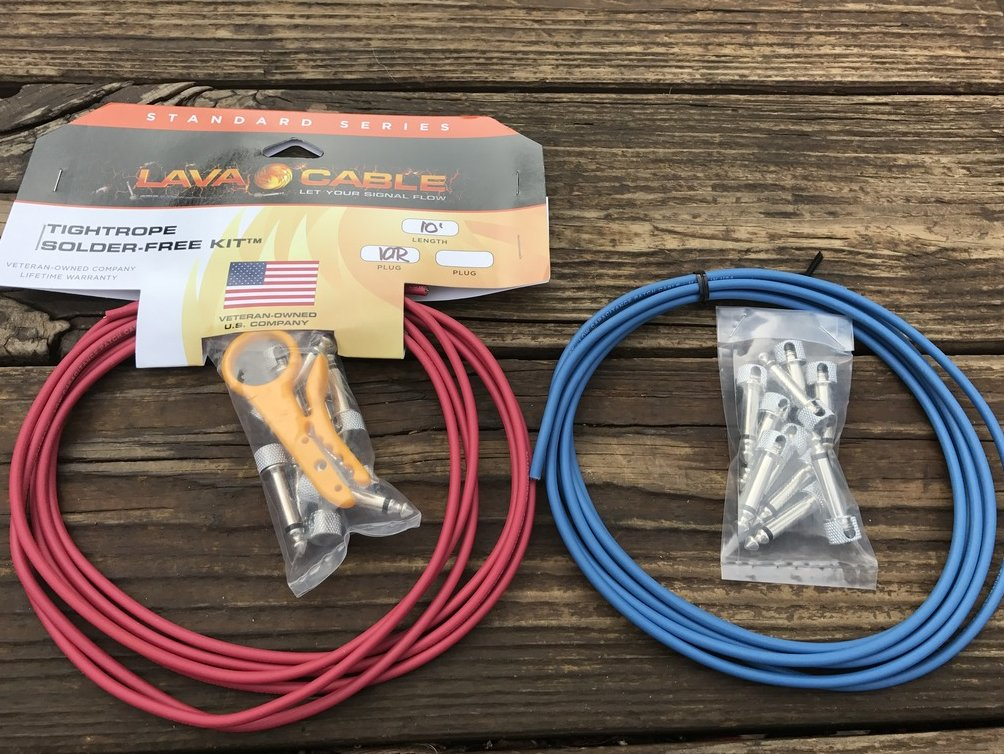 LAVA Solder-Free XL Pedalboard Kit 20ft Cable 20 RA V2 Plugs - BLUE & RED